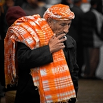 The man selling scarf
