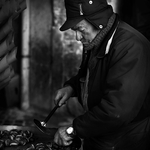 The vendor of chestnuts ..