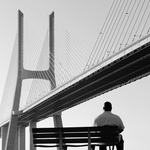 Com os pés bem assentes na ponte_