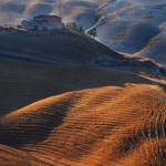 Chromatic contrasts of the Tuscan countryside