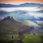 Colors and atmosphere of a Tuscan morning ..