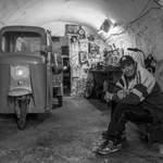 en attente d'un velomoteur de réparer