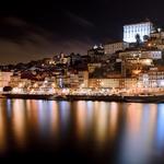 Cidade que flutua na noite