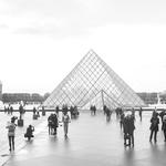 Pirâmides-Louvre-Paris