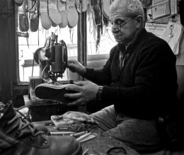 The shoe repairer-2
