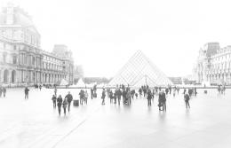 Pirâmides no Louvre.