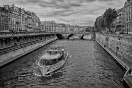 Passeando no Sena - Paris
